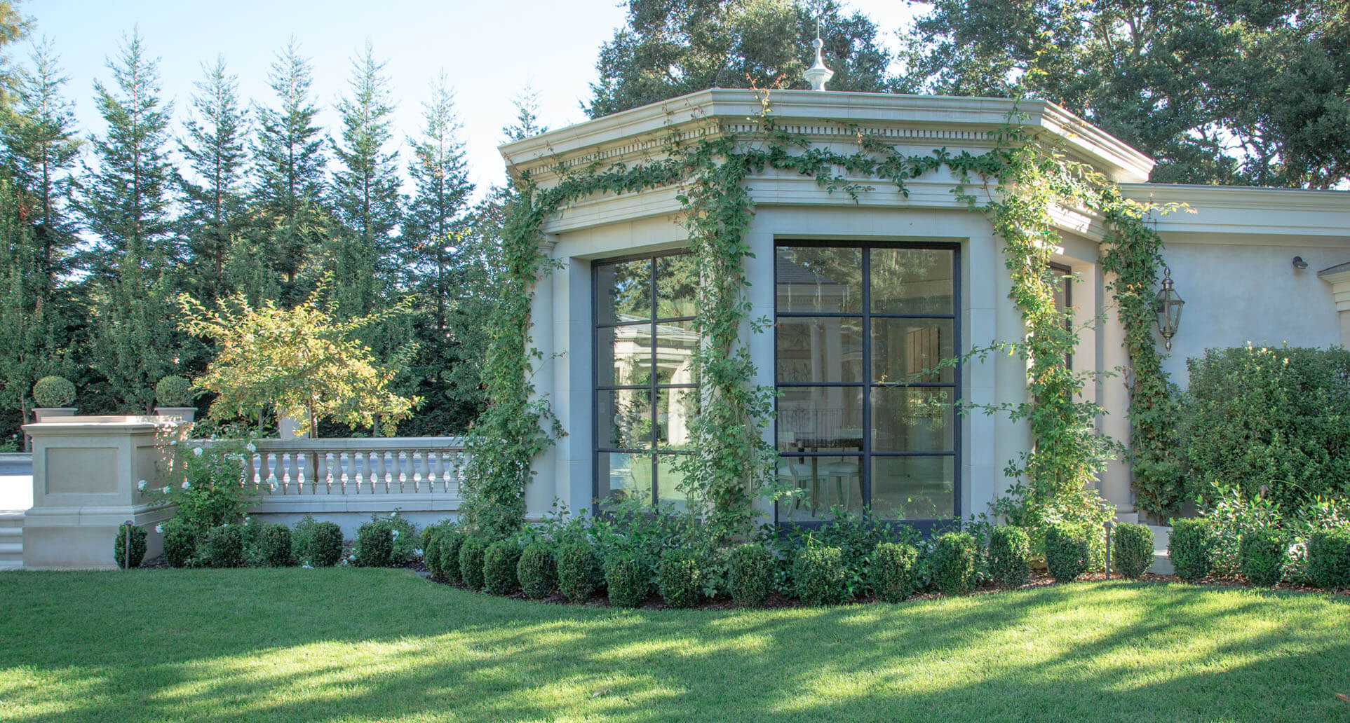 Classic-Estate-Garden-1-Boxwood-and-Lawn