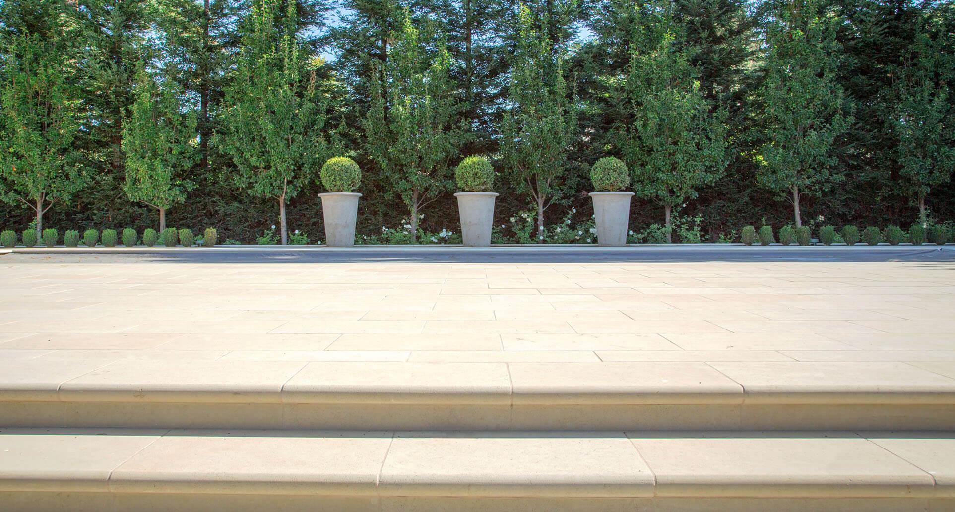 Classic-Estate-Garden-4